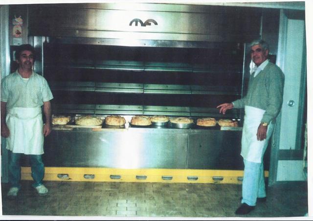 Treviso anni 80 il nostro compianto  Luigi Pitzalis accanto al suo forno