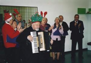 18-12-2009 il coro del Circolo Amicizia Sarda con i disabili della coop. Il Prato a Treviso03